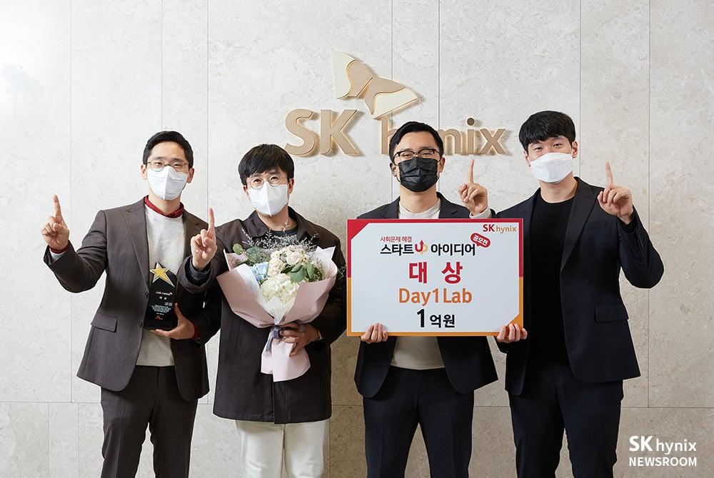 대상 수상팀 (왼쪽부터)  Day1Lab 이주봉 대표, 유승현 박사, 김영진 변리사, 김인호 변리사